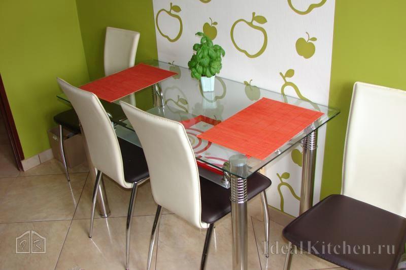 зеленые обои на кухне в современном стиле