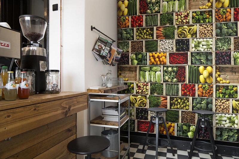 фото овощей и фруктов на стене кухни