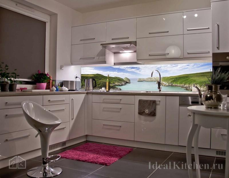 фартук из закаленного стекла со светодиодной подсветкой в интерьере кухни
