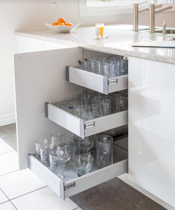 Белый кухонный