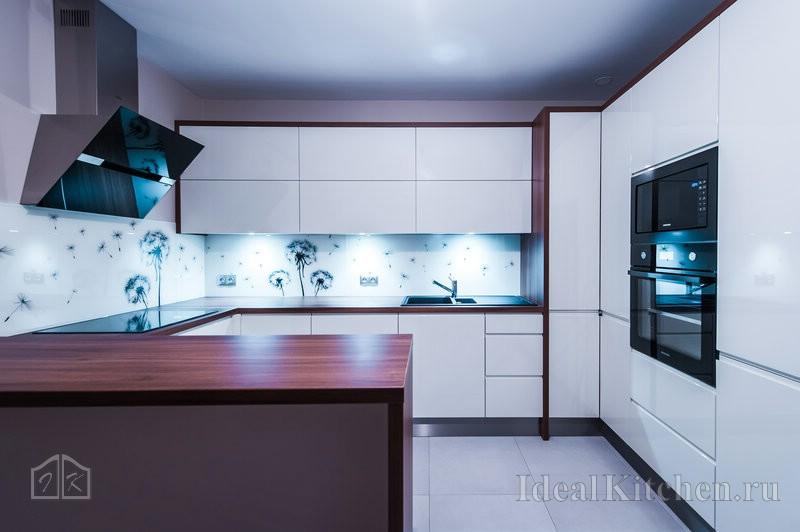 белый кухонный гарнитур из акрила