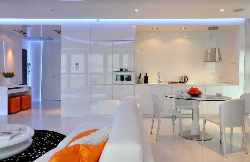прямая белая кухня без верхних шкафов в стиле хай-тек со светодиодной подсветкой