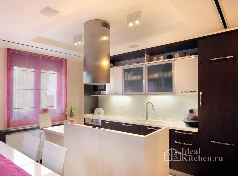 накладные светильники и зонирование кухни-гостиной при помощи потолка