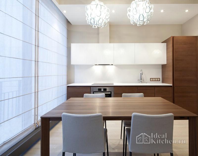 белые римские шторы в интерьере кухни в стиле минимализм