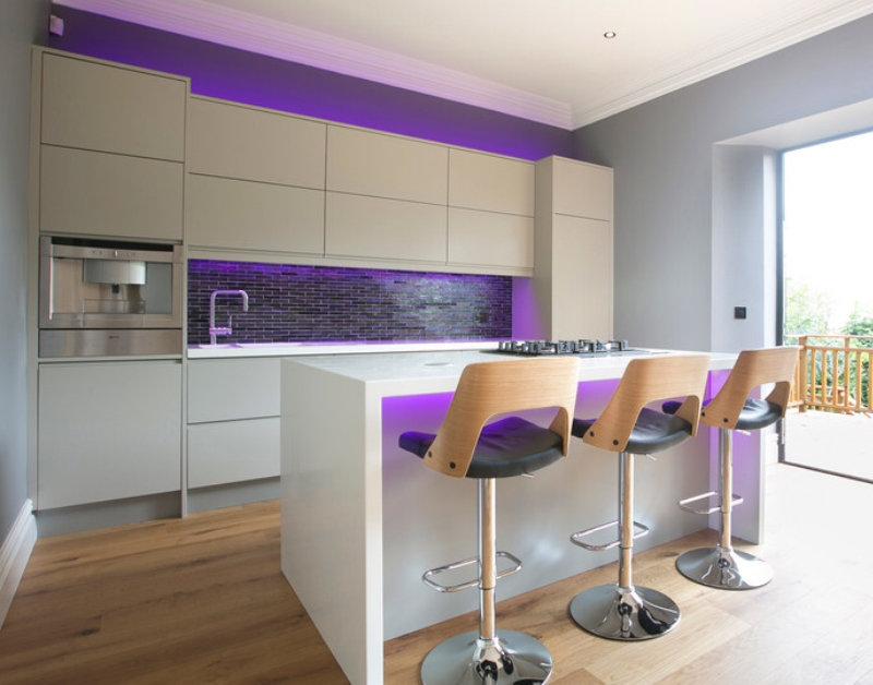 фиолетовая LED-подсветка