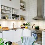 кухонный гарнитур в скандинавском стиле с открытыми полками