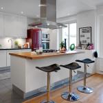 ламинат в гостиной и напольная плитка в зоне кухни