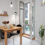квадратный деревянный стол в интерьере