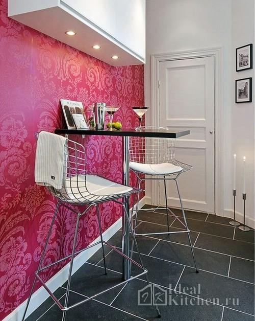 стул Bertoia в интерьере кухни