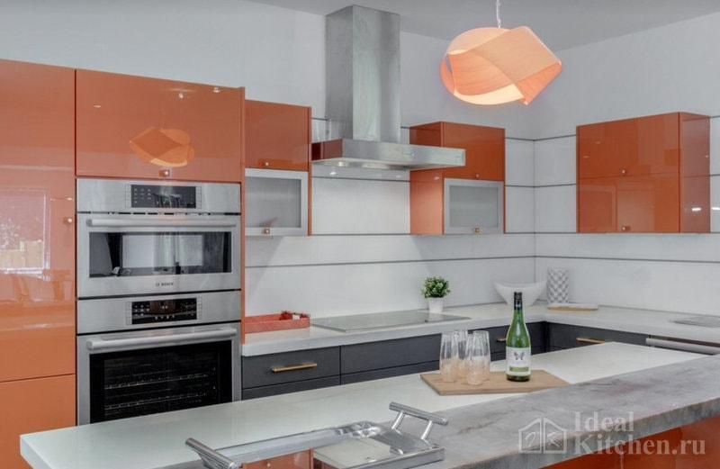 Оранжевая кухня: какие обои на стенах подойдут к гарнитуру | 521x800