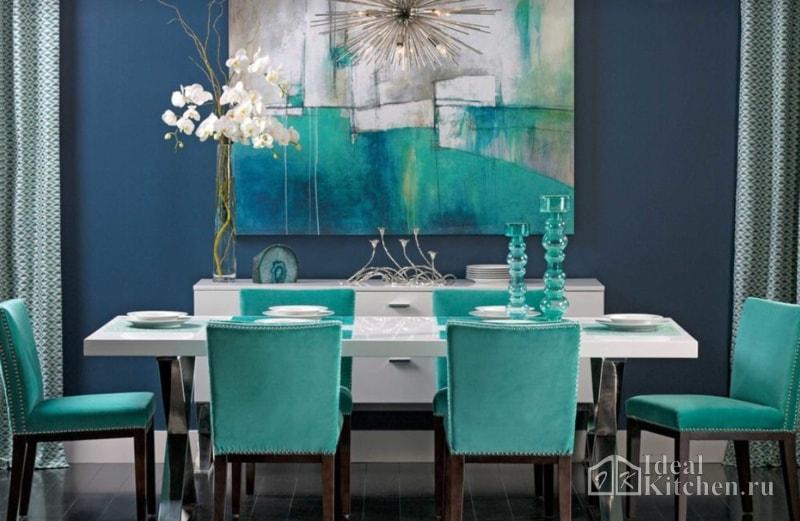интерьер столовой в бирюзово-синих тонах