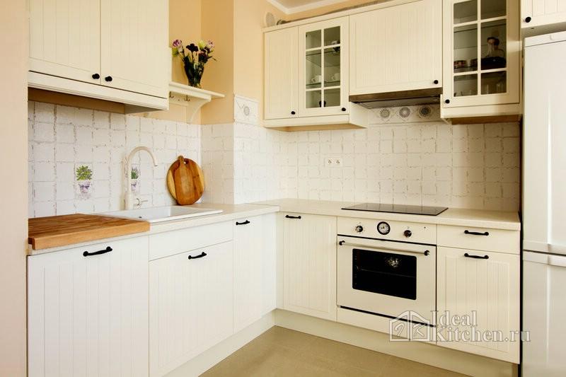 встроенная кухня с вентиляционной шахтой