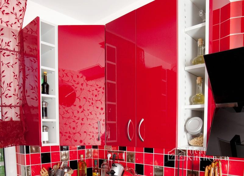 ярко-красная кухня из акрила