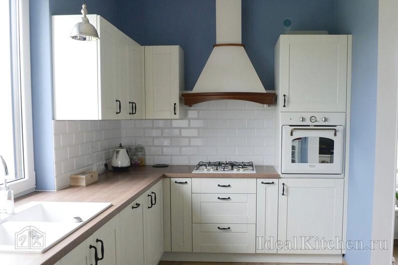 кухня Икеа с фартуком из плитки кабанчик