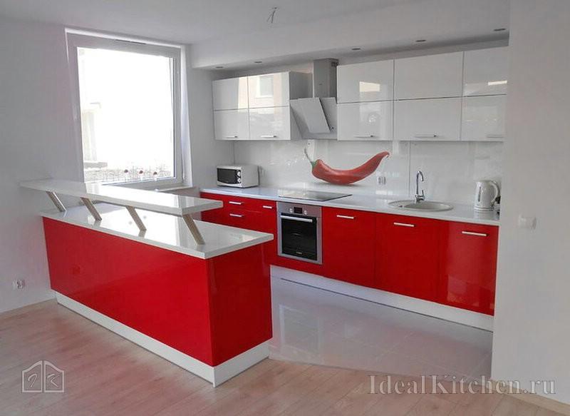 красная с белым кухня с барной стойкой