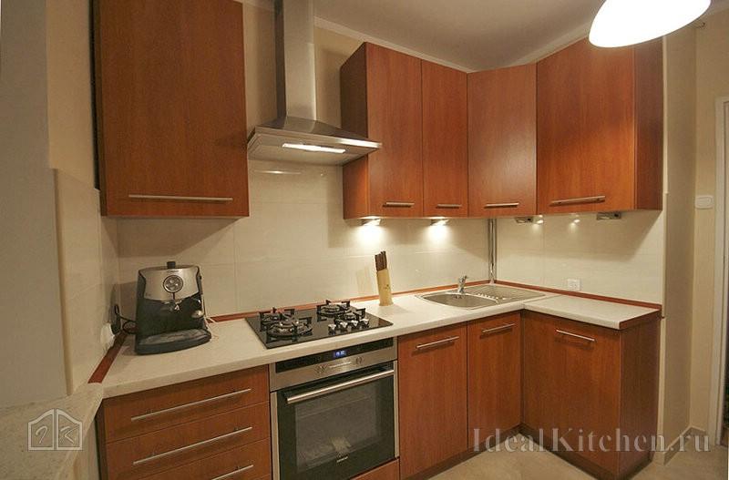 пример готовой угловой кухни эконом-класса из ЛСДП