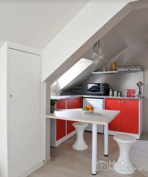 мини-кухня в мансарде