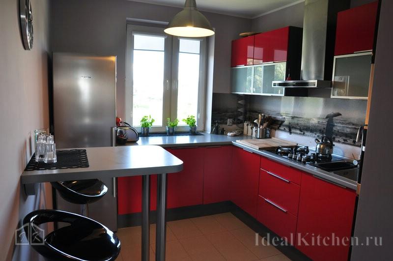 красная угловая кухня в современном стиле