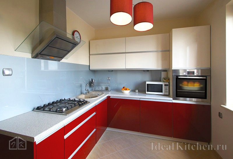 дизайн красно-белой кухни в стиле модерн