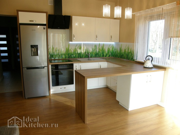 кухня в современном стиле с барной стойкой