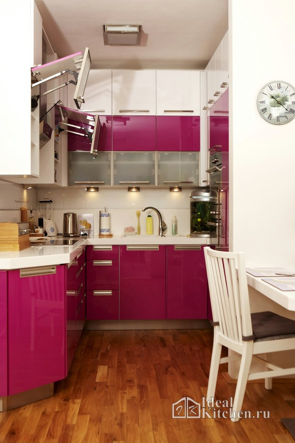 фиолетовая маленькая кухня